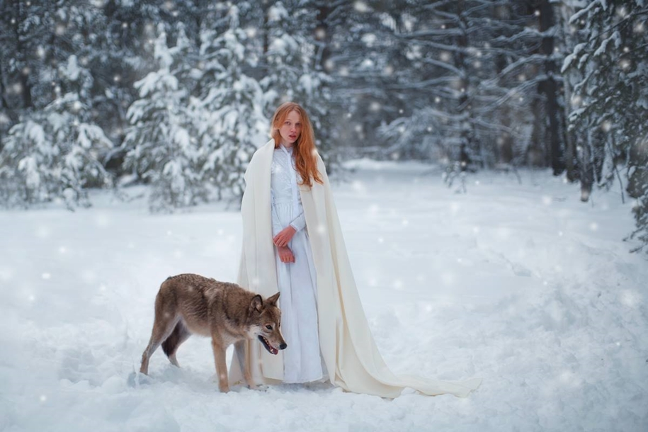 Harmony with nature in the portraits of girls with wild animals 03