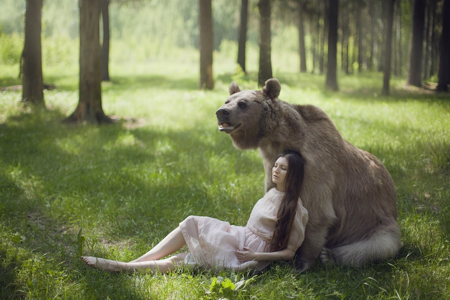 Harmony with nature in the portraits of girls with wild animals 06