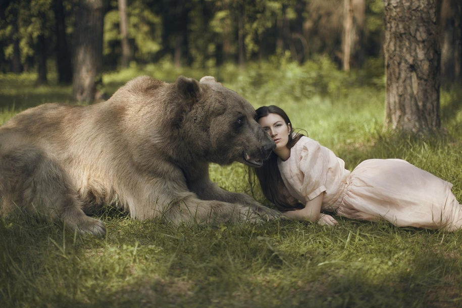 Harmony with nature in the portraits of girls with wild animals 07