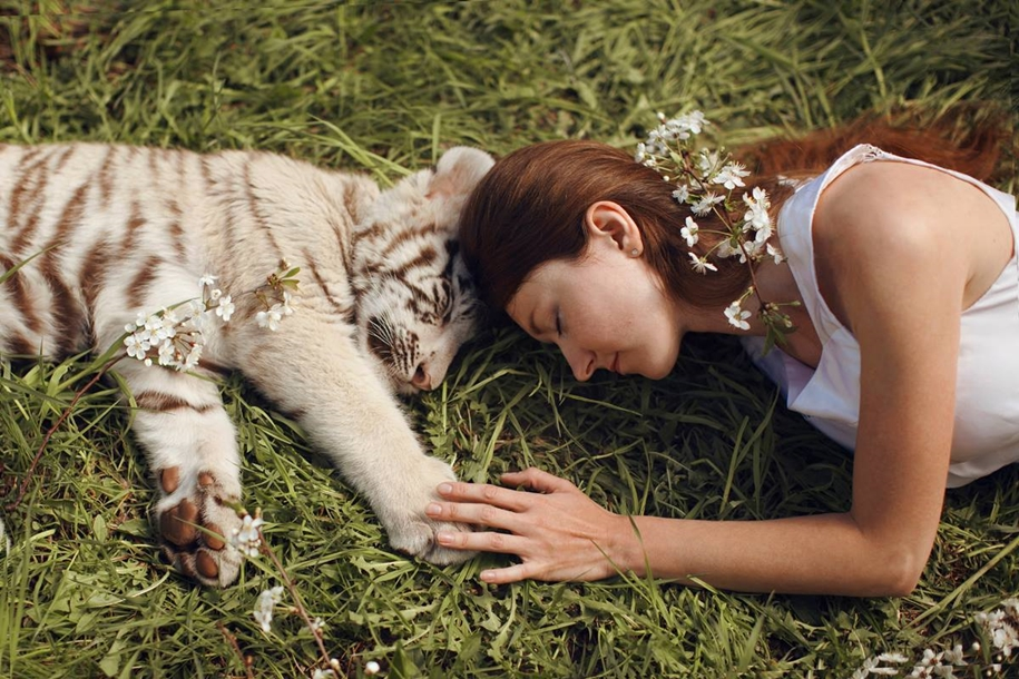 Harmony with nature in the portraits of girls with wild animals 10