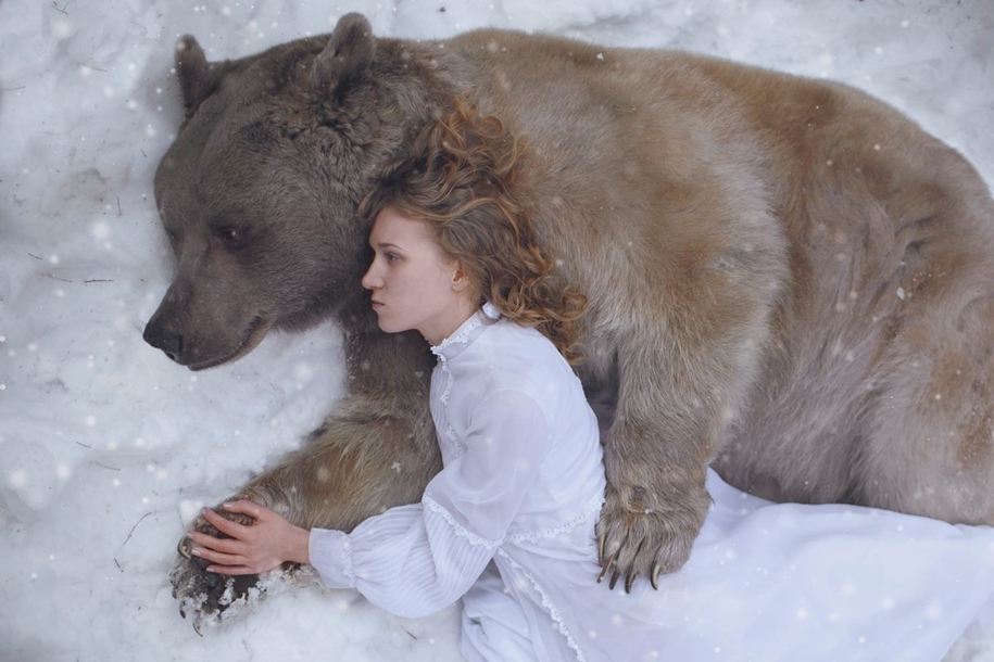 Harmony with nature in the portraits of girls with wild animals 12