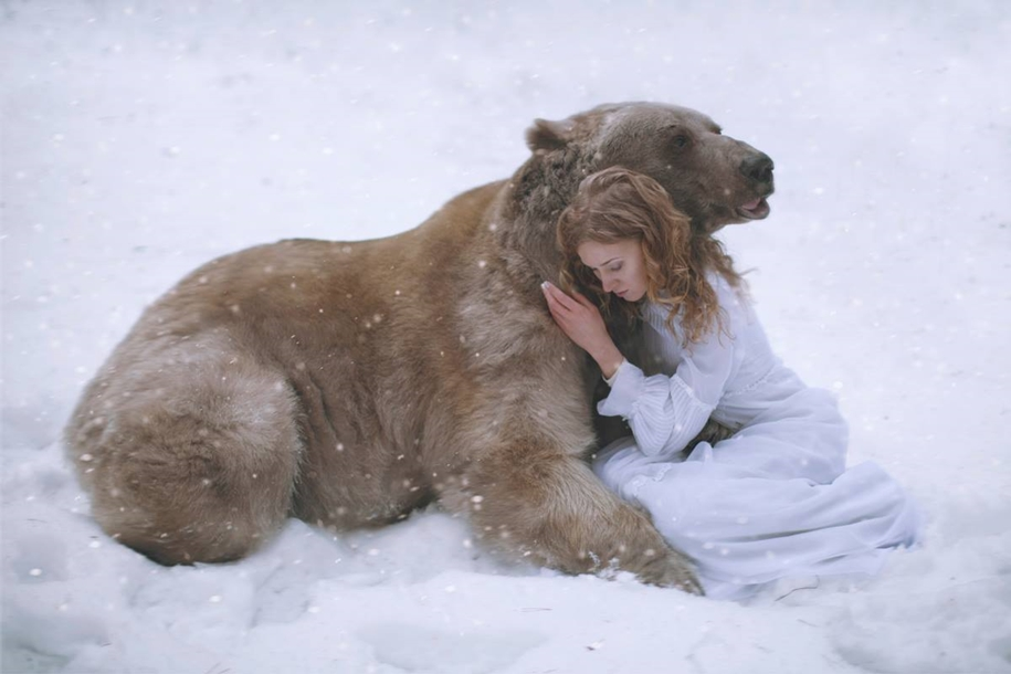Harmony with nature in the portraits of girls with wild animals 13