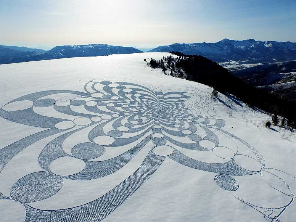 Large-scale geometric patterns, trampled by Simon Beck in the snow and sand 03