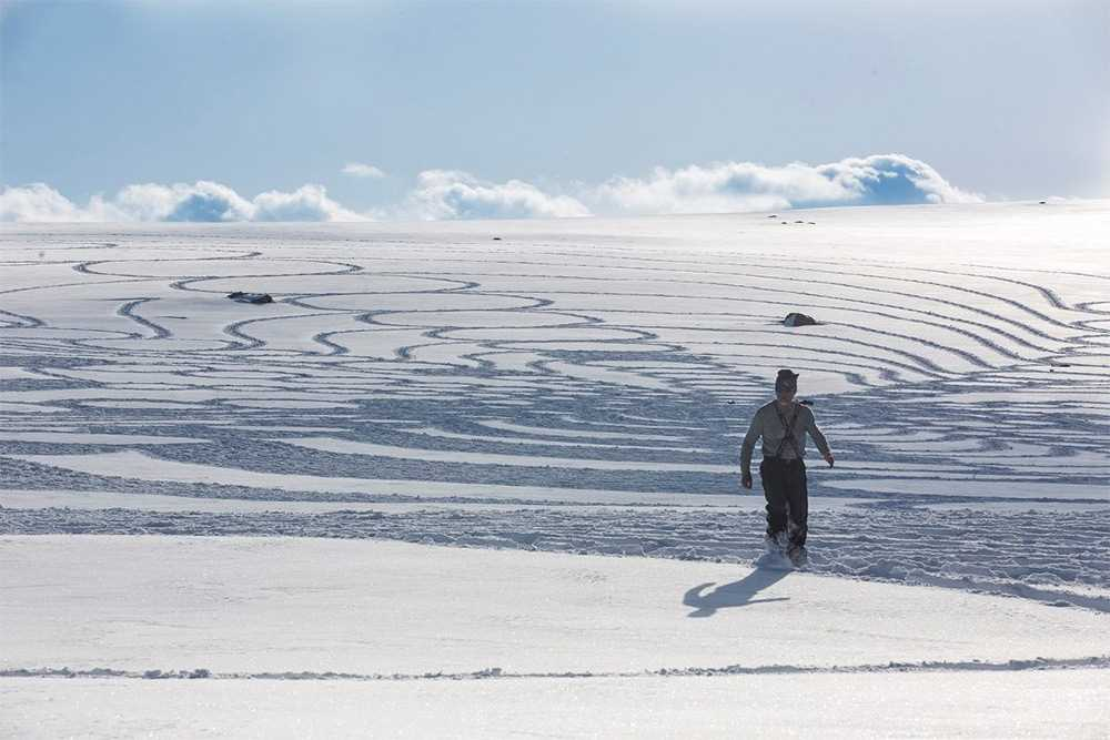 Large-scale geometric patterns, trampled by Simon Beck in the snow and sand 04