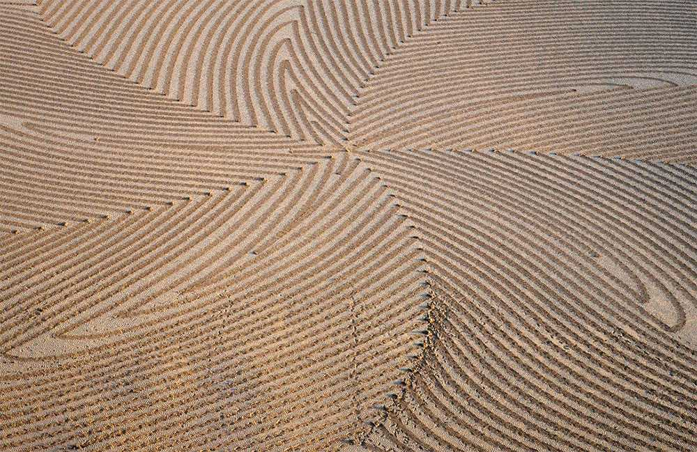 Large-scale geometric patterns, trampled by Simon Beck in the snow and sand 07