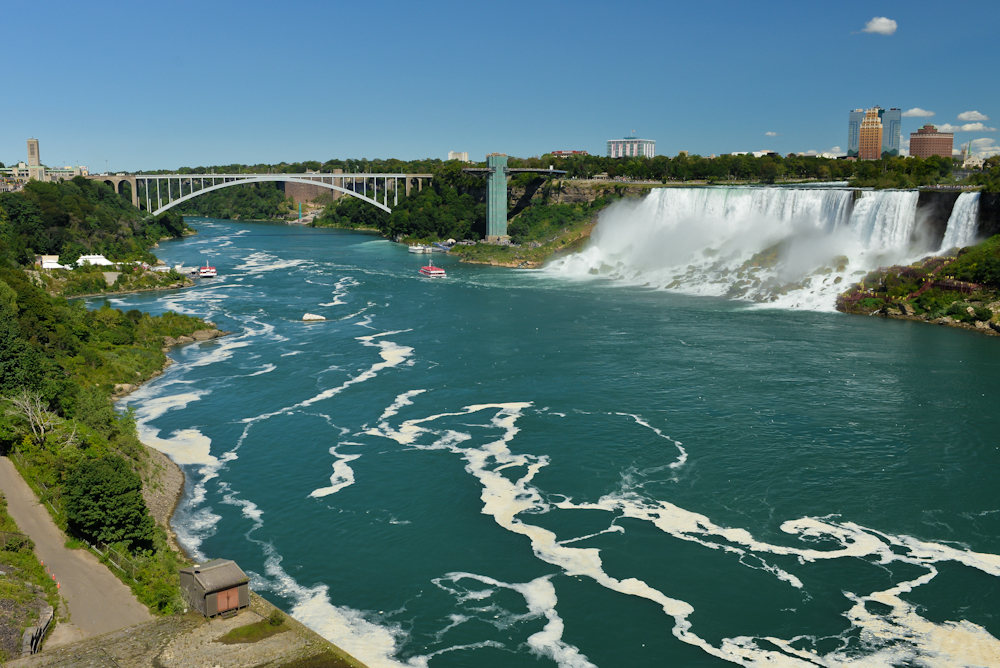 Niagara falls and its surroundings 04