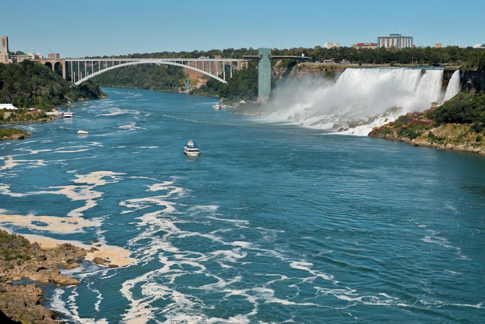 Niagara falls and its surroundings 05