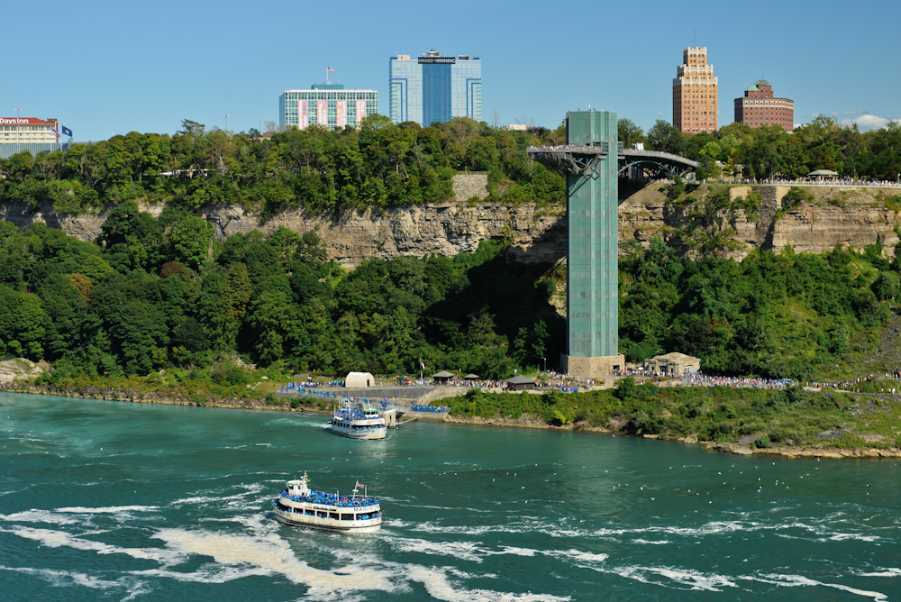 Niagara falls and its surroundings 06