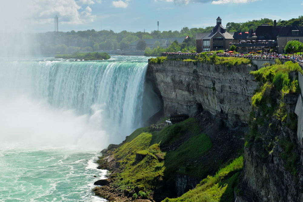 Niagara falls and its surroundings 11
