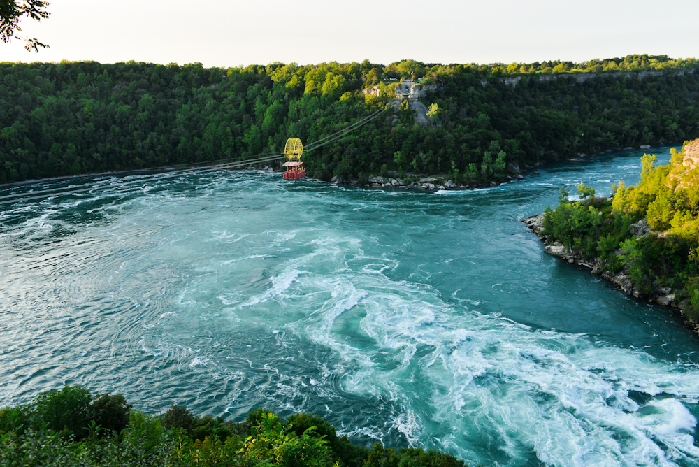 Niagara falls and its surroundings 24