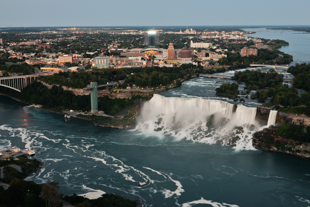 Niagara falls and its surroundings 29