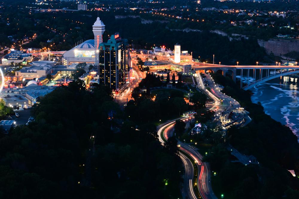 Niagara falls and its surroundings 30