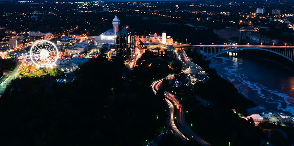 Niagara falls and its surroundings 32