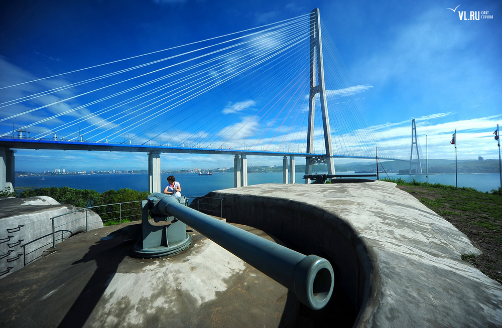Russian_bridge-_in_Vladivostok 04