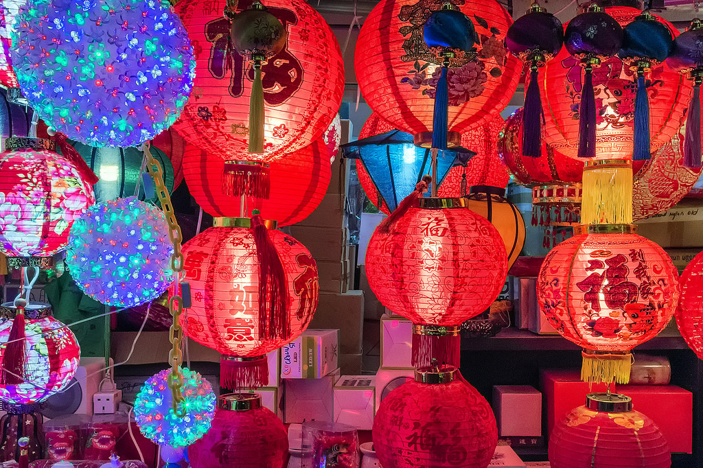 Singapore's Chinatown prepares for Chinese New Year 08