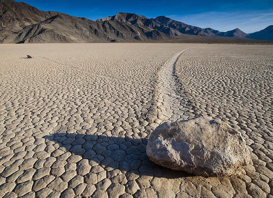 Slithering stones of Death Valley 07