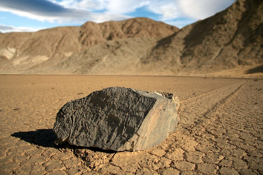 Slithering stones of Death Valley 09