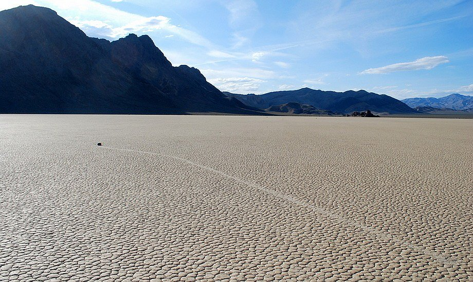 Slithering stones of Death Valley 17