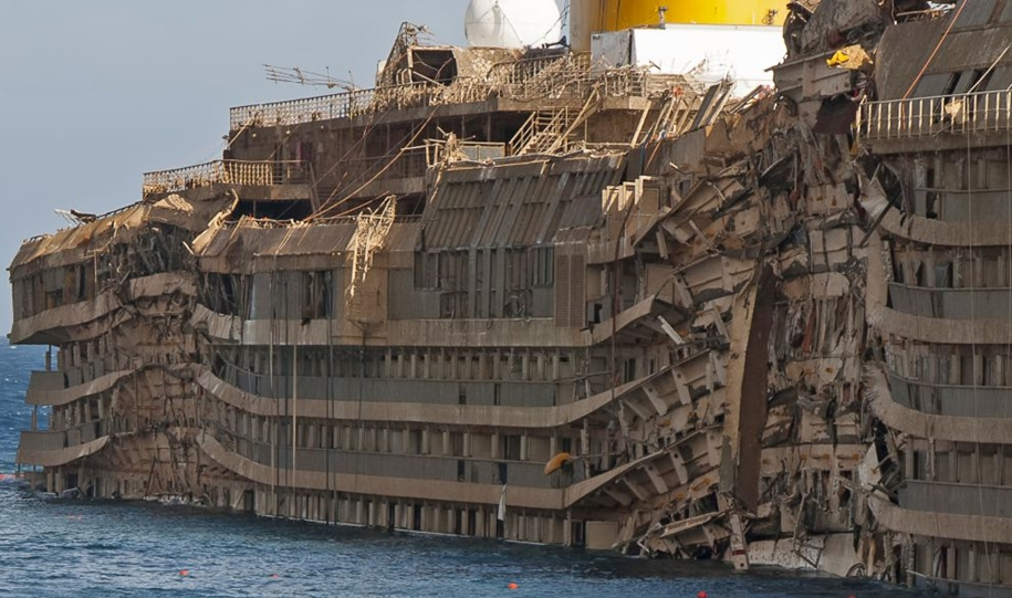 The Costa Concordia inside 02