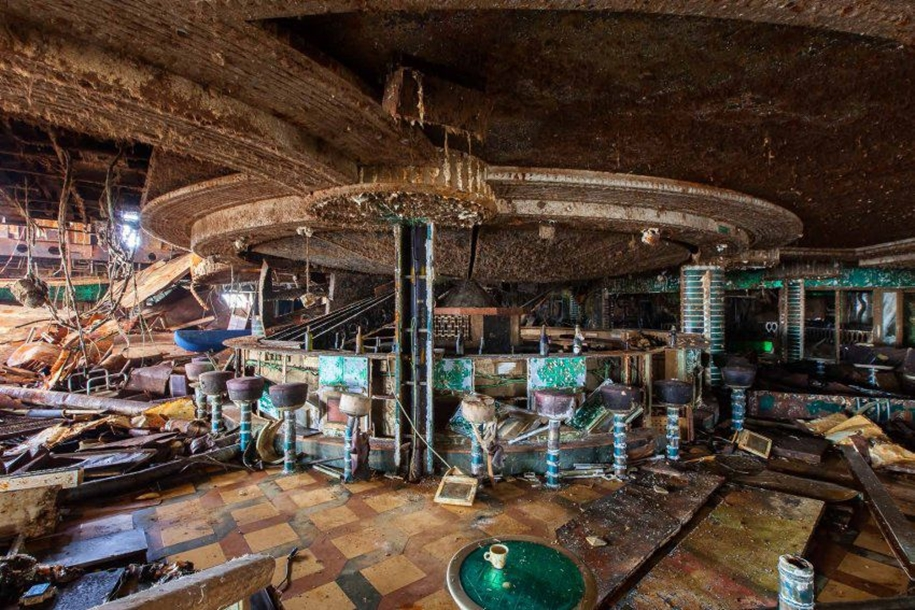 The Costa Concordia inside 05