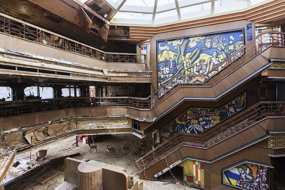 The Costa Concordia inside 13