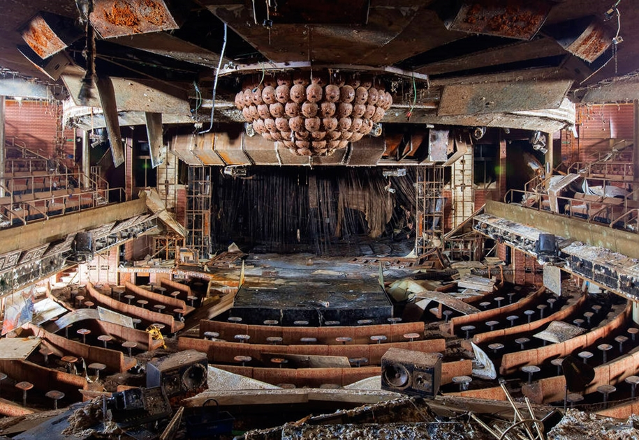 The Costa Concordia inside 14