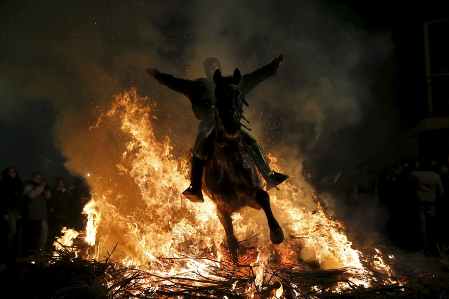 The fire horse and Day of St. Antonio 2016_01