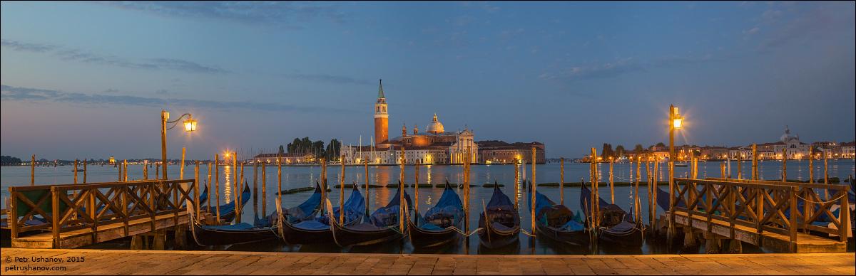 Venice-passing 02