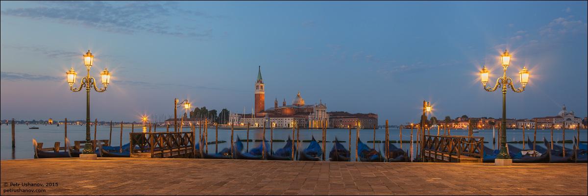 Venice-passing 05