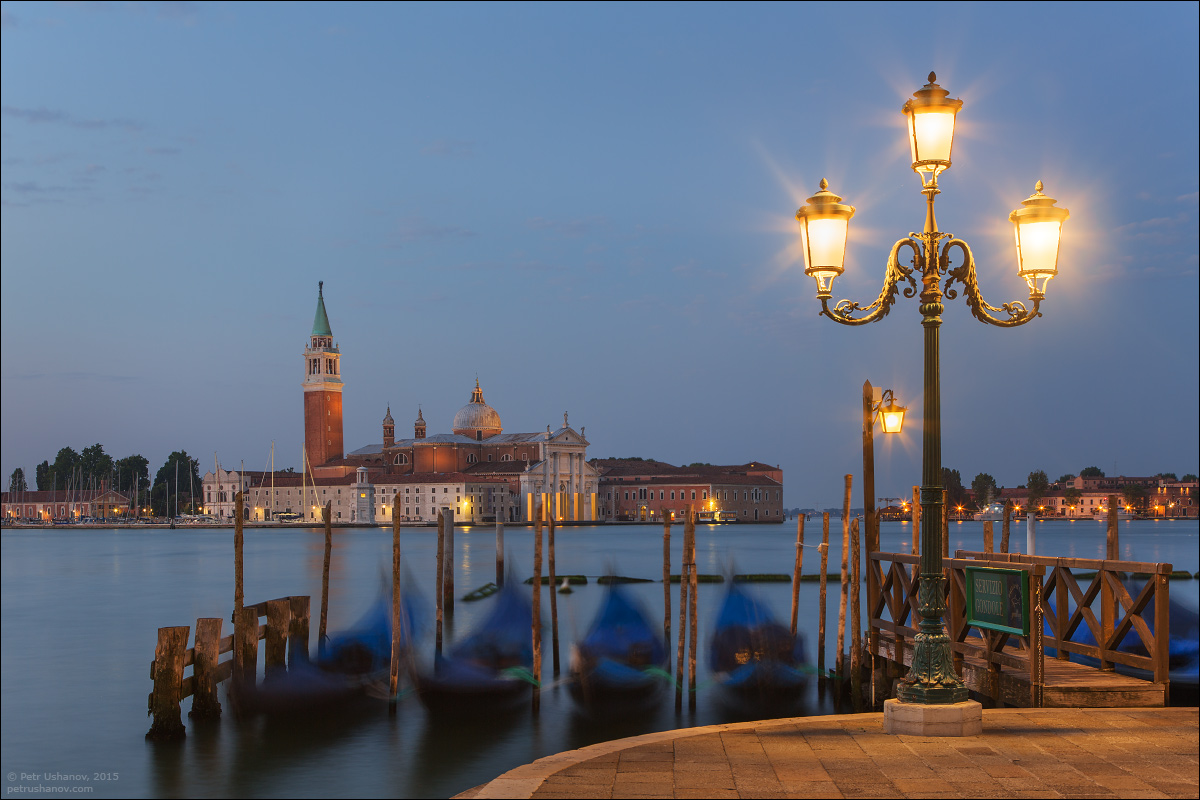 Venice-passing 06