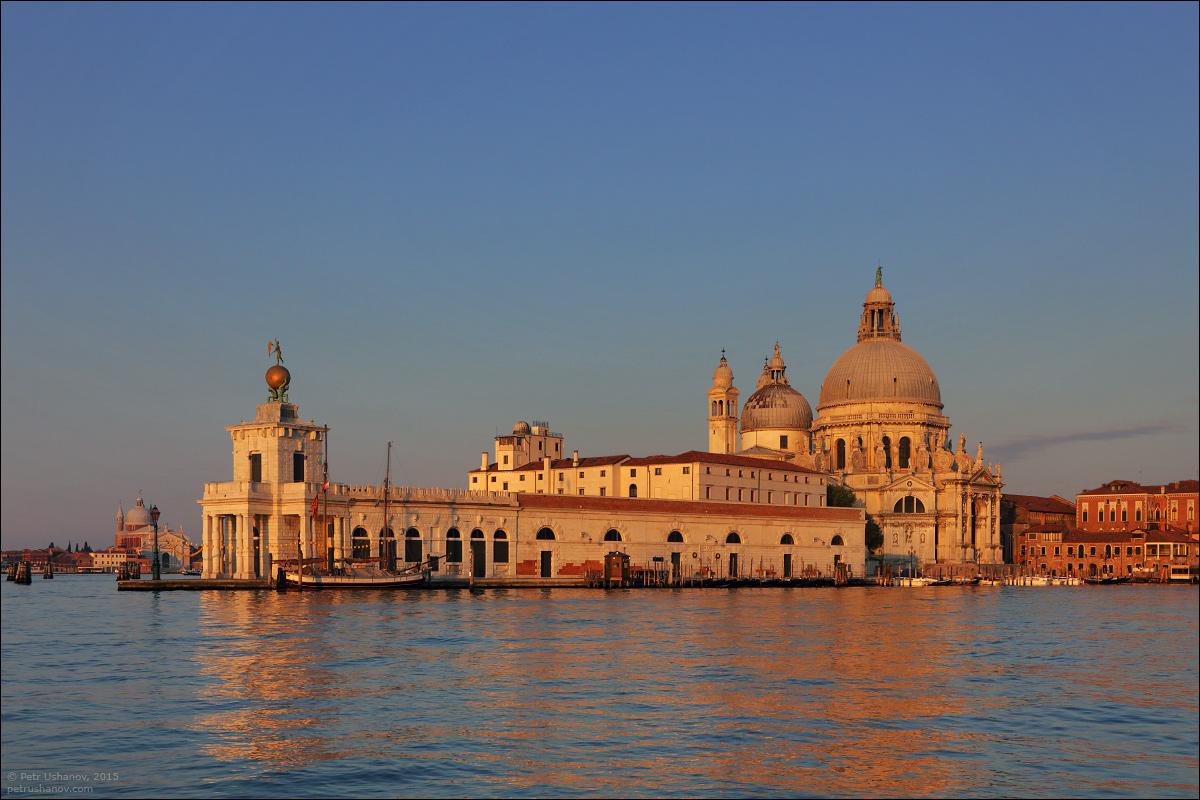 Venice-passing 07