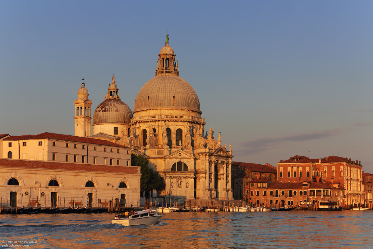 Venice-passing 08