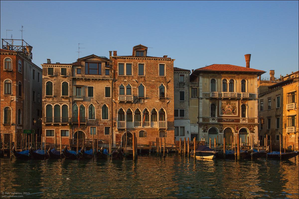 Venice-passing 09
