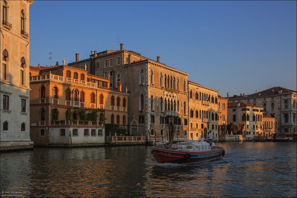 Venice-passing 10