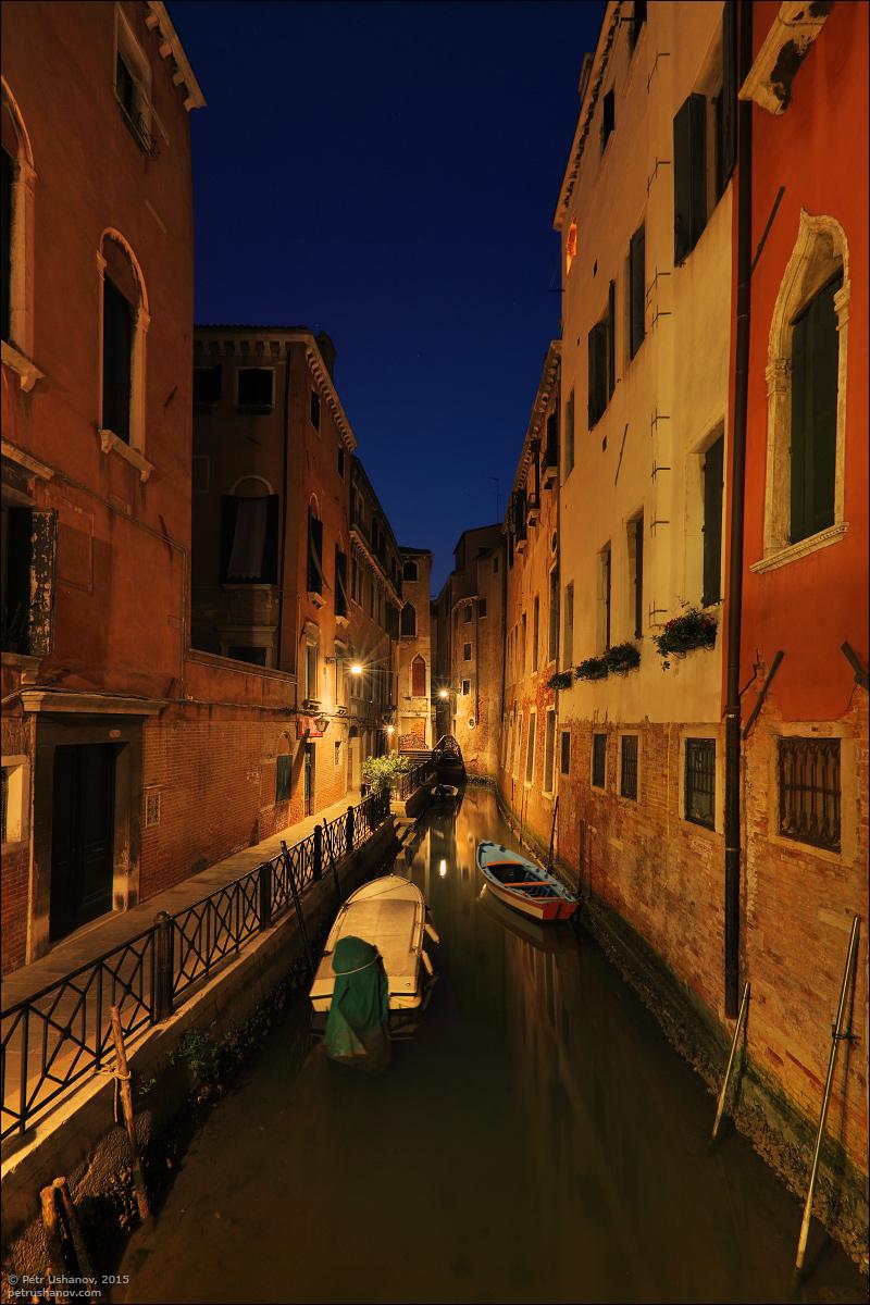 Venice-passing 11