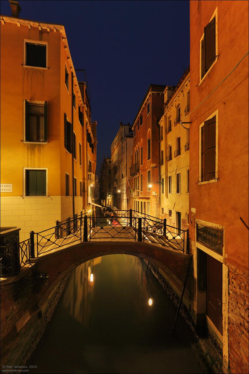 Venice-passing 12