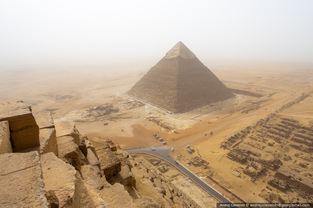 18-year-old Andrew Ciesielski climbed to the top of the pyramid at Giza 04