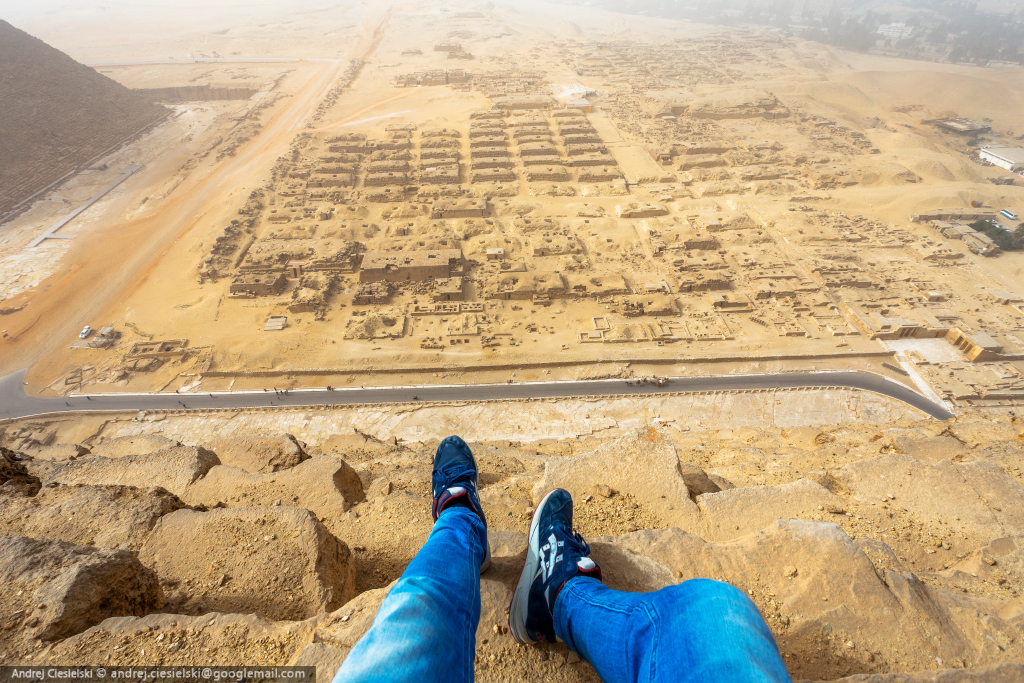 18-year-old Andrew Ciesielski climbed to the top of the pyramid at Giza 05