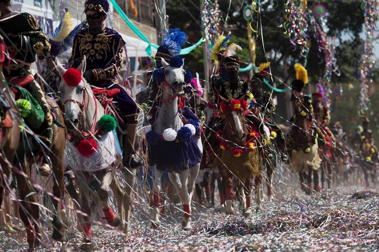 Carnival 2016 Around the World 06