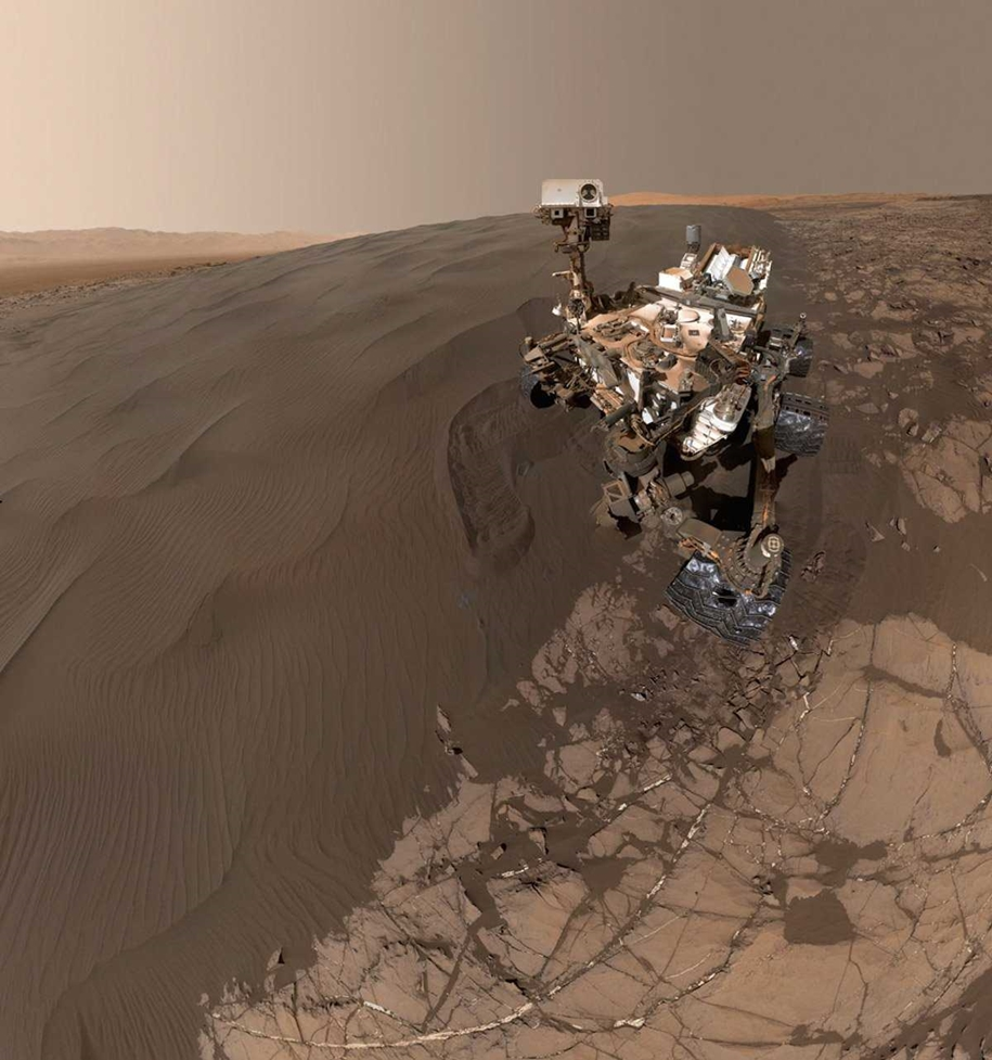 Curiosity makes a selfie among the dunes and digging in the sand 02