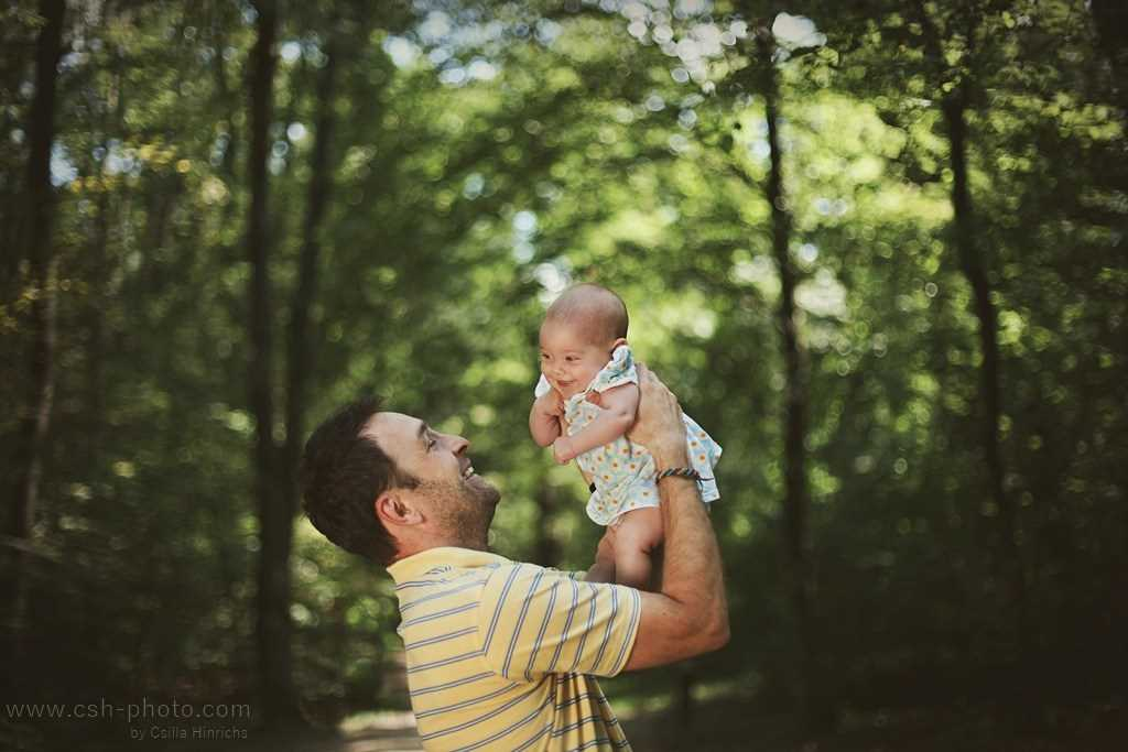 Fatherly love. the Best photos of fathers with young children 13