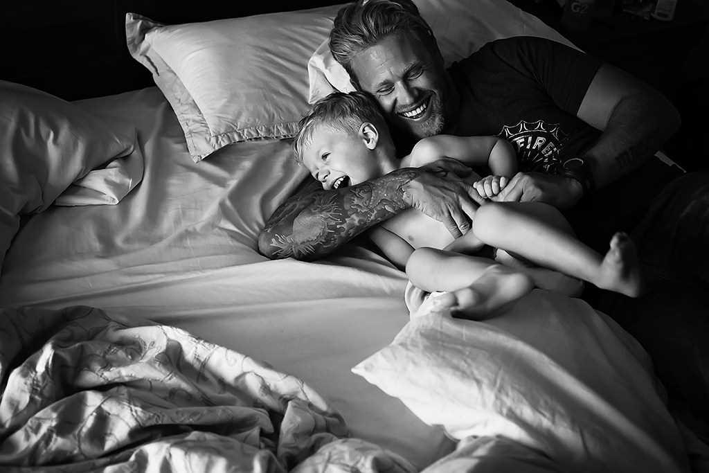 Fatherly love. the Best photos of fathers with young children 23