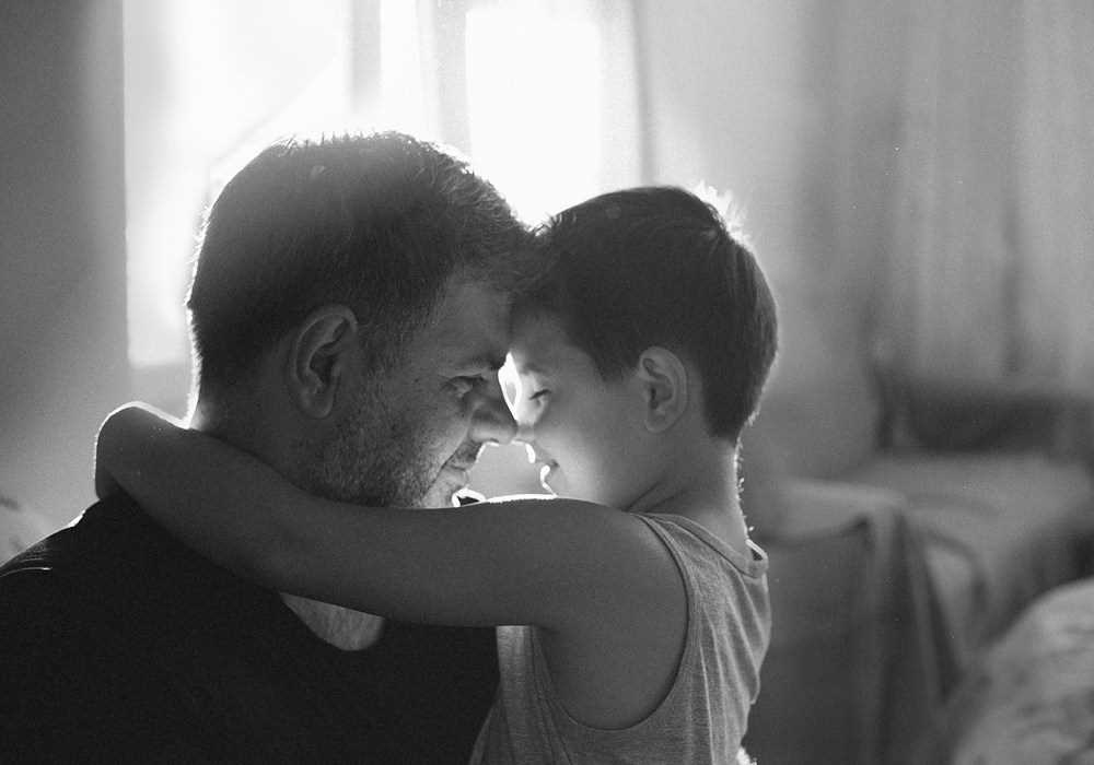Fatherly love. the Best photos of fathers with young children 39