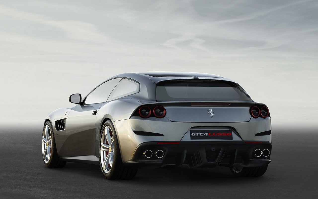 Four-wheel drive concept car Lusso Ferrari GTC4 04
