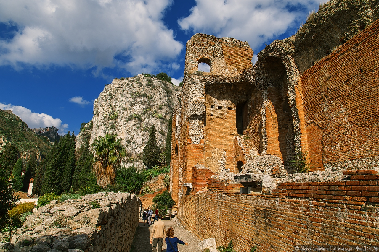 Greek theatre in Taormina 02