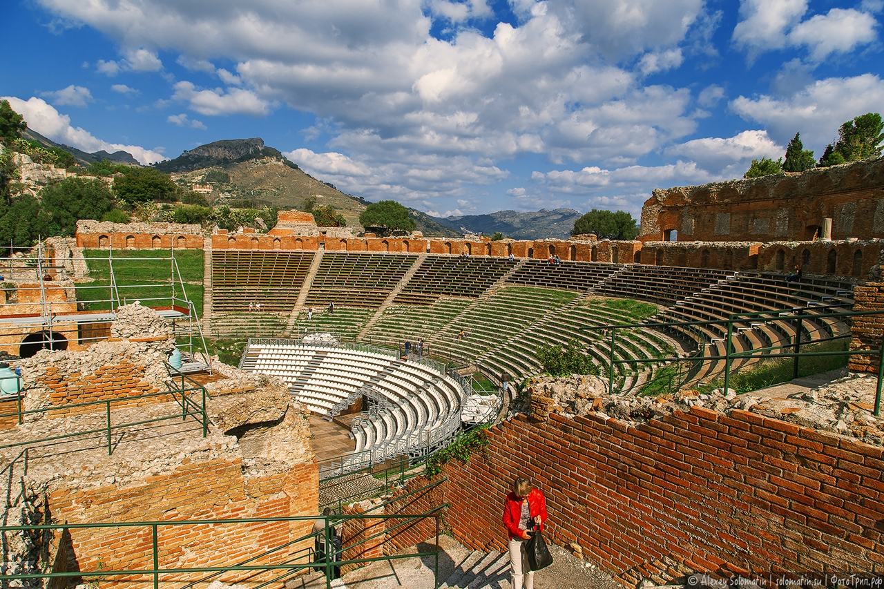 Greek theatre in Taormina 03