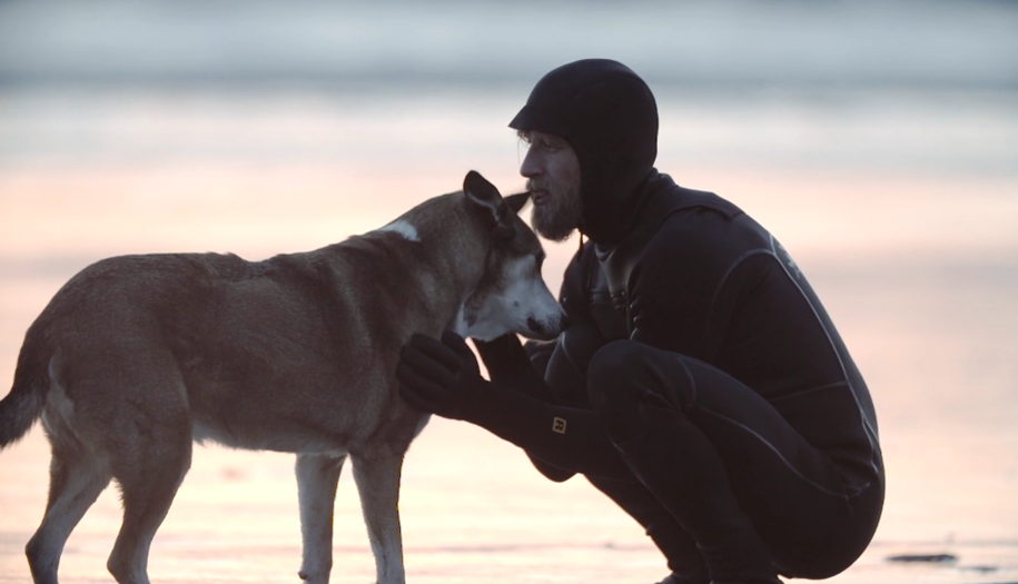 Incredible story about a man and his dog that helped him beat cancer 01