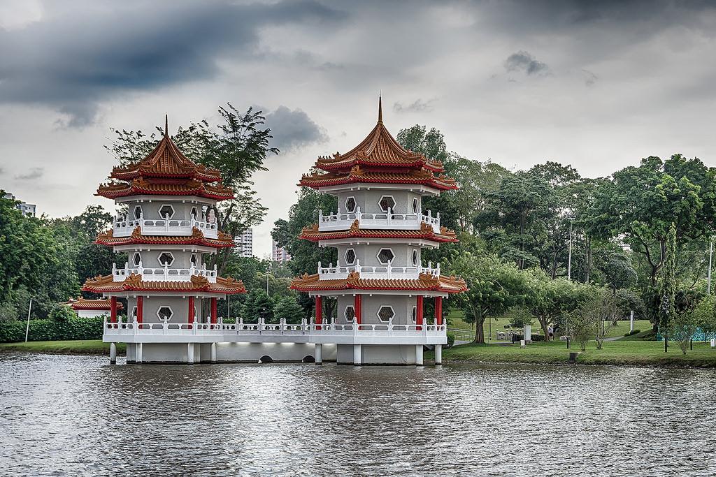 Islands on the lake Jurong 14