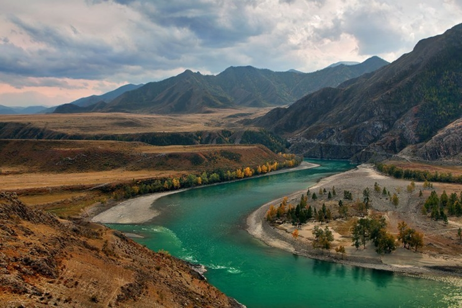 The Chuya river is one of the main beauties of Altai 01