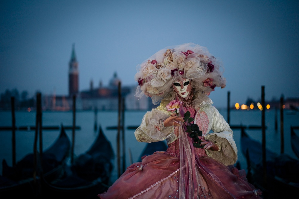 The magical atmosphere of the Venetian carnival 02